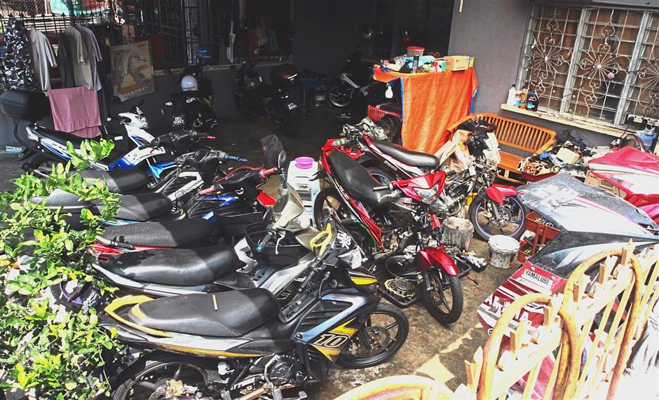 Illegal motorcycle workshop a nuisance in Taman Tan Yew Lai
