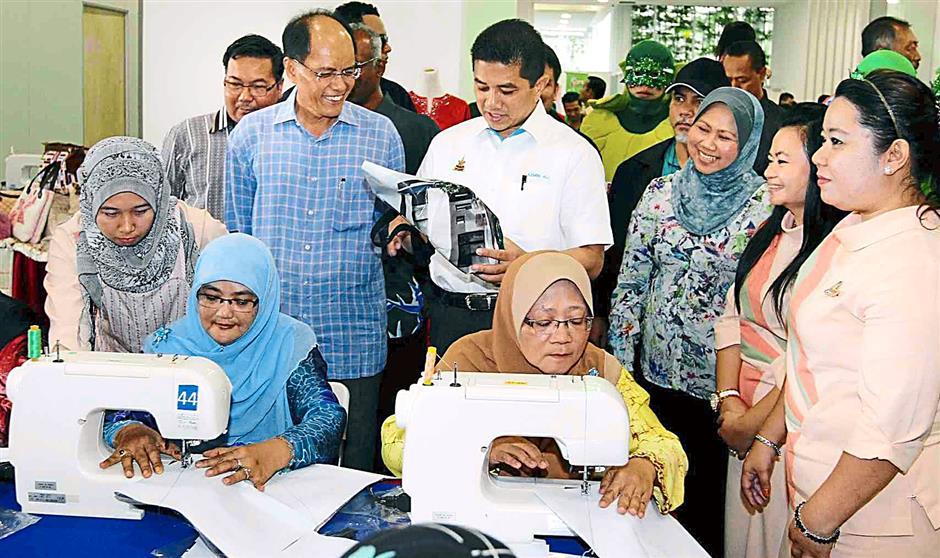 Selangor MB Azmin Ali  and council president Datuk Asmawi Kasbi visiting  the booths at the Green City Community Day.
