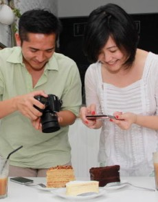 Snapshot memories: Food enthusiasts Zainal Amar and Jenifer Kuah take pictures of the food they eat as a way of documenting their memories.