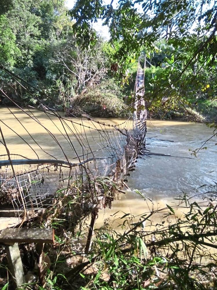 The suspension bridge in Nanga Kesit that collapsed due to the floods.