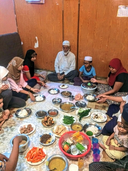 """Family time: During Ramadan, U Tin Win would break his fast with his family and grandchildren. """"Sometimes, I would share all the cooked dishes with the neighbours too,"""" he told Team Ceritalah."""