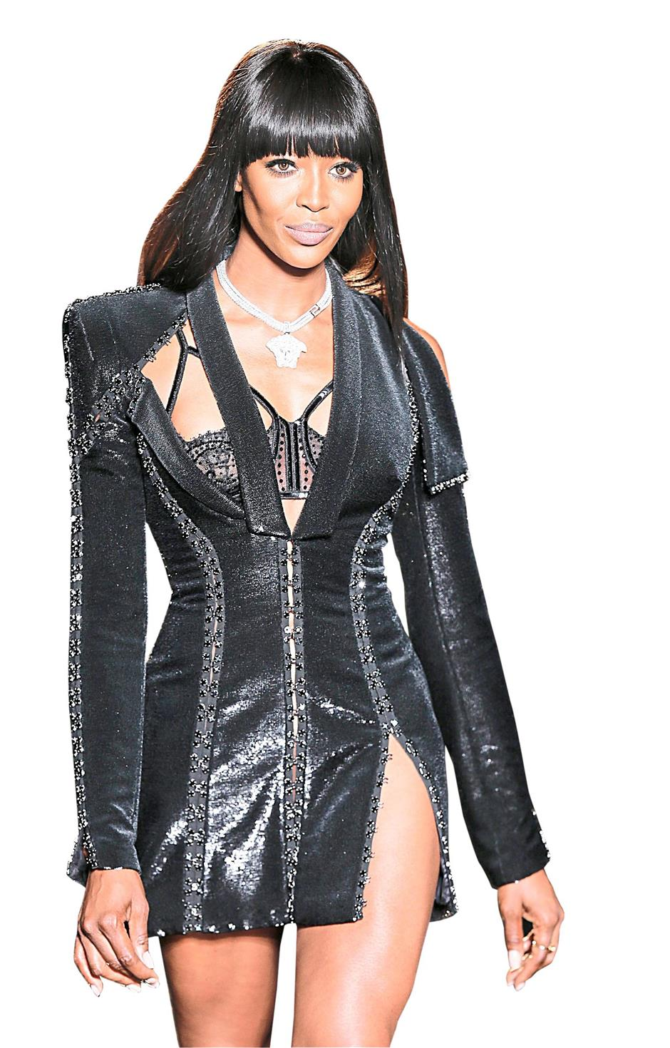 Naomi Campbell walking the runway for the Versace Haute Couture Fall/Winter 2013/14 collection.
