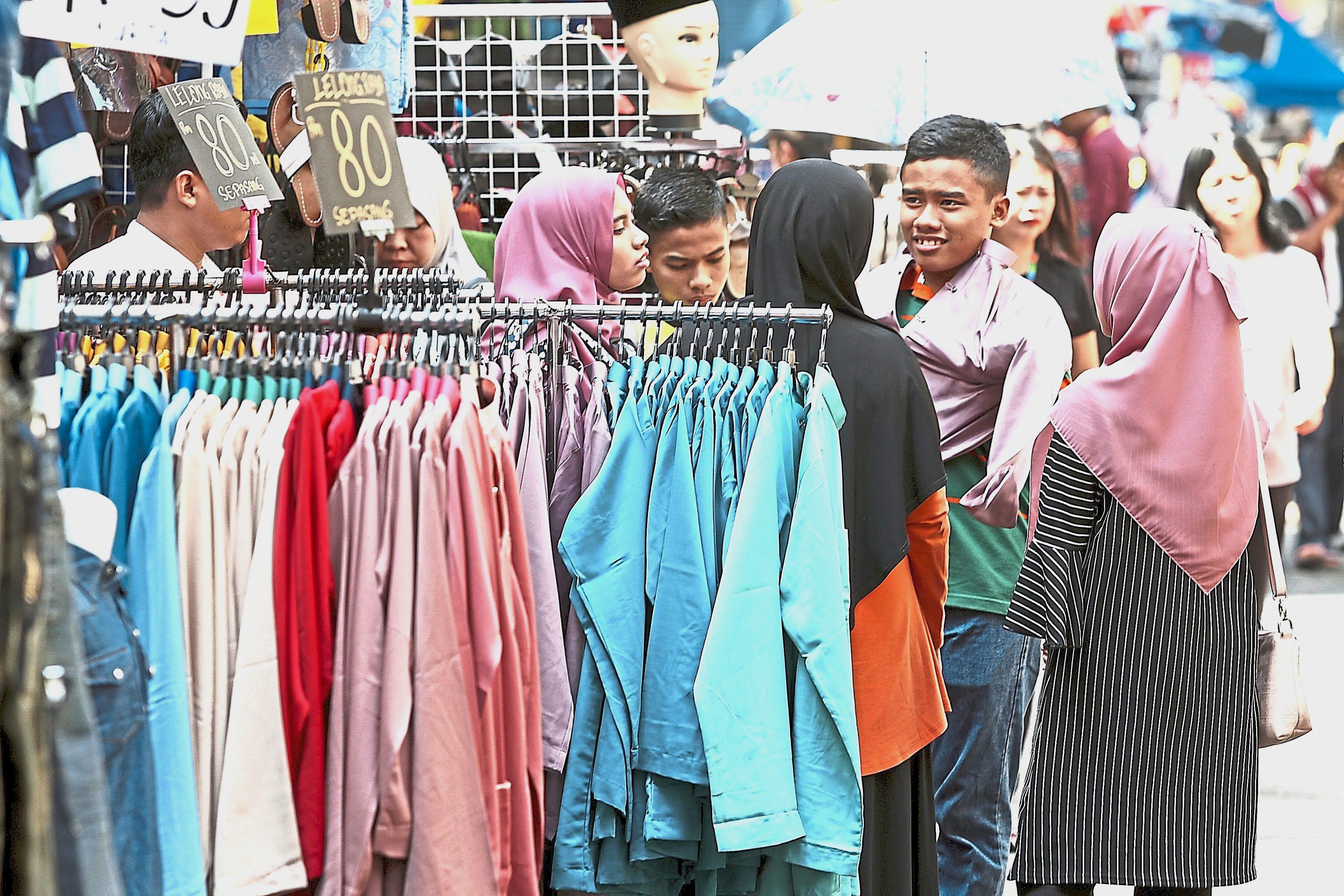 Hari Raya shoppers in Masjid India Raya bazaar. – filepic