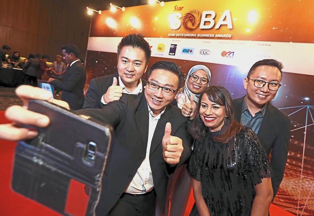 UPM Software and Information System Department senior lecturer Dr Koh Tieng Wei (second from left) taking a wefie with his friends during SOBA 2018.
