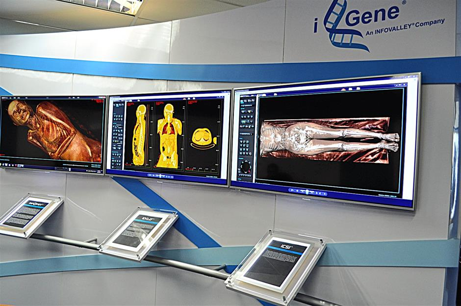 Equipment in a DAF which enable a images of a autopsy to be shown.