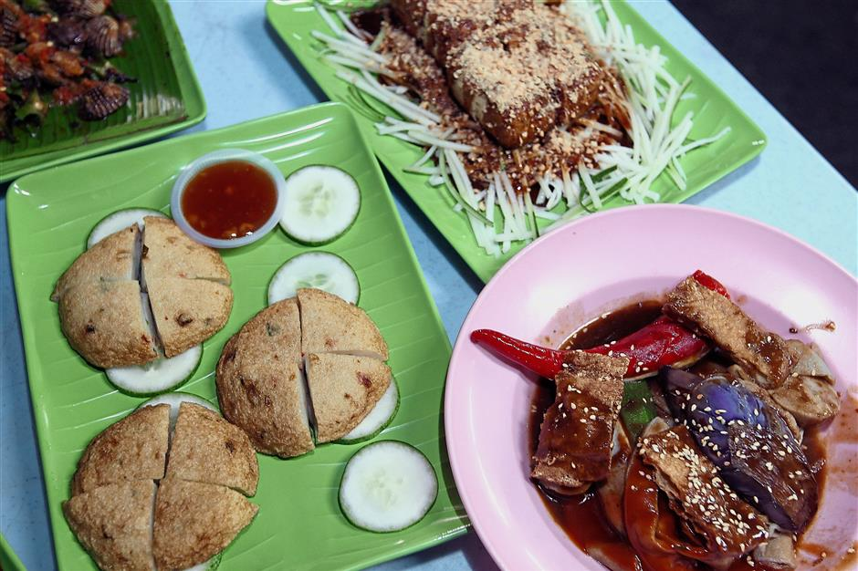Patrons can try other items such as yong tau fu, fish cake and grilled toufu.
