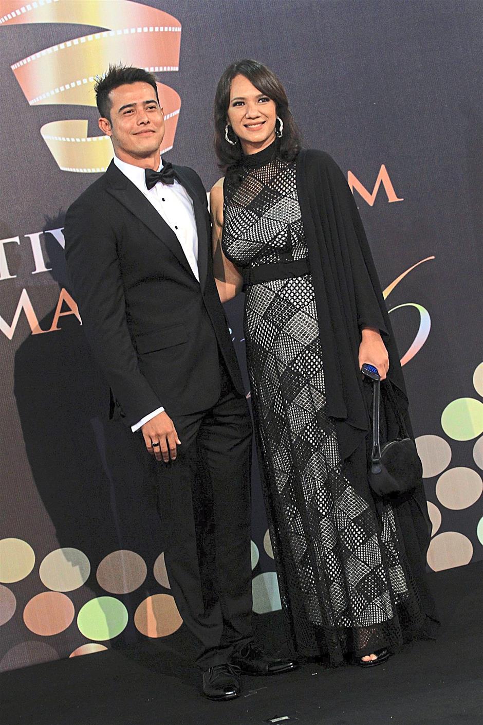 Best New Actor winner Zul Ariffin with Astro Shaw executive producer Gayatri Su-Lin Pillai.