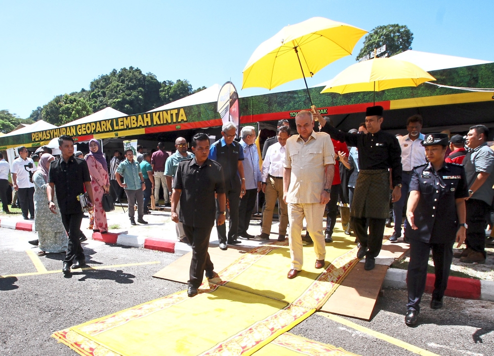 Sultan Nazrin Shah visiting exhibition booths during the proclamation of Kinta Valley as a National Geopark.