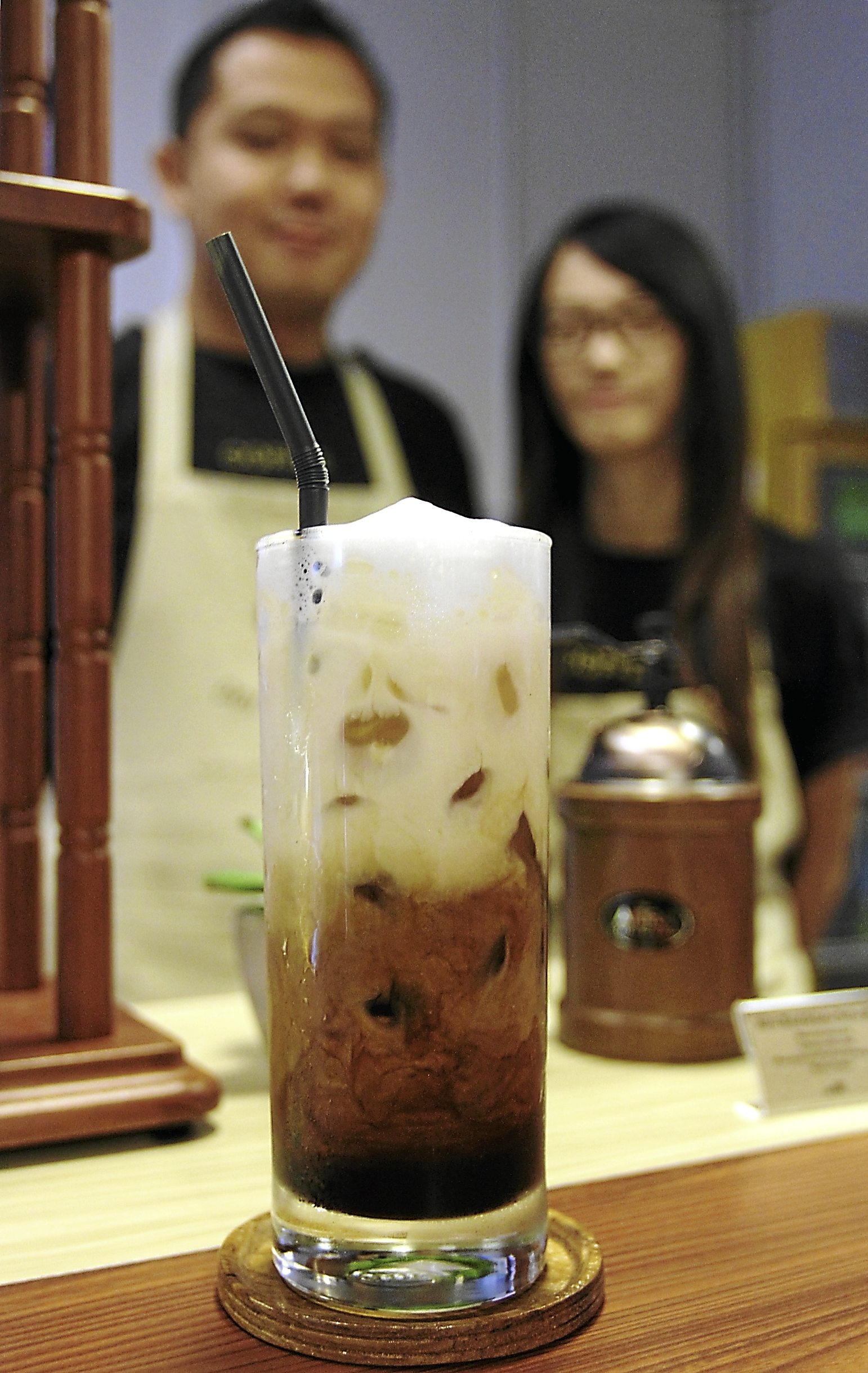 Iced Doi Chaang Coffee from the Doi Chaang cafe in Jaya One, Petaling Jaya. In the background are Brian Lee and Luisa Kwek.