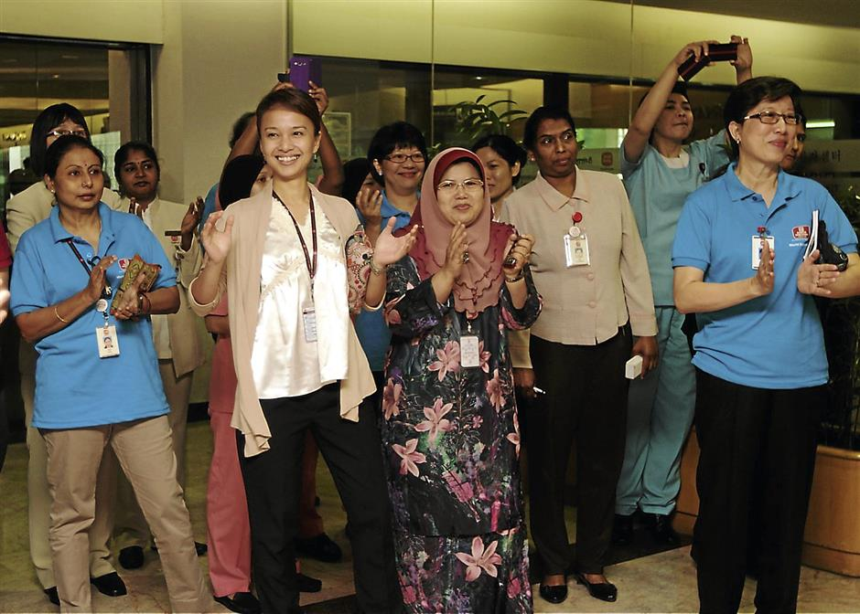 Entertained: Actual staff of Subang Jaya Medical Centre enjoying the flash mob dance performance at the SJMC Outpatient Centre lobby. SJMC launched a one-week diabetes awareness campaign called