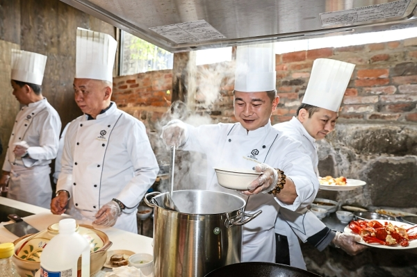 (From left) Chefs Frankie Chong, Pung Lu Tin and Chong Wui Choong of Singapore, as well as Hong Kong chef Albert Au Kwok Keung preparing their respective dishes using Hamada Shoyu products for guests.