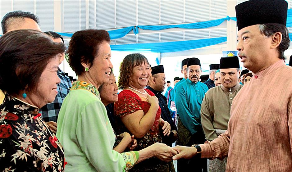 Tengku Mahkota Pahang Tengku Abdullah Sultan Ahmad Shah having a light momment with the Chinese communty who attend the Human Resources Ministry and Maran Parliament's Raya Open House held in Maran yesterday, hosted by the deputy Minister Datuk Seri Ismail Abd Muttalib.