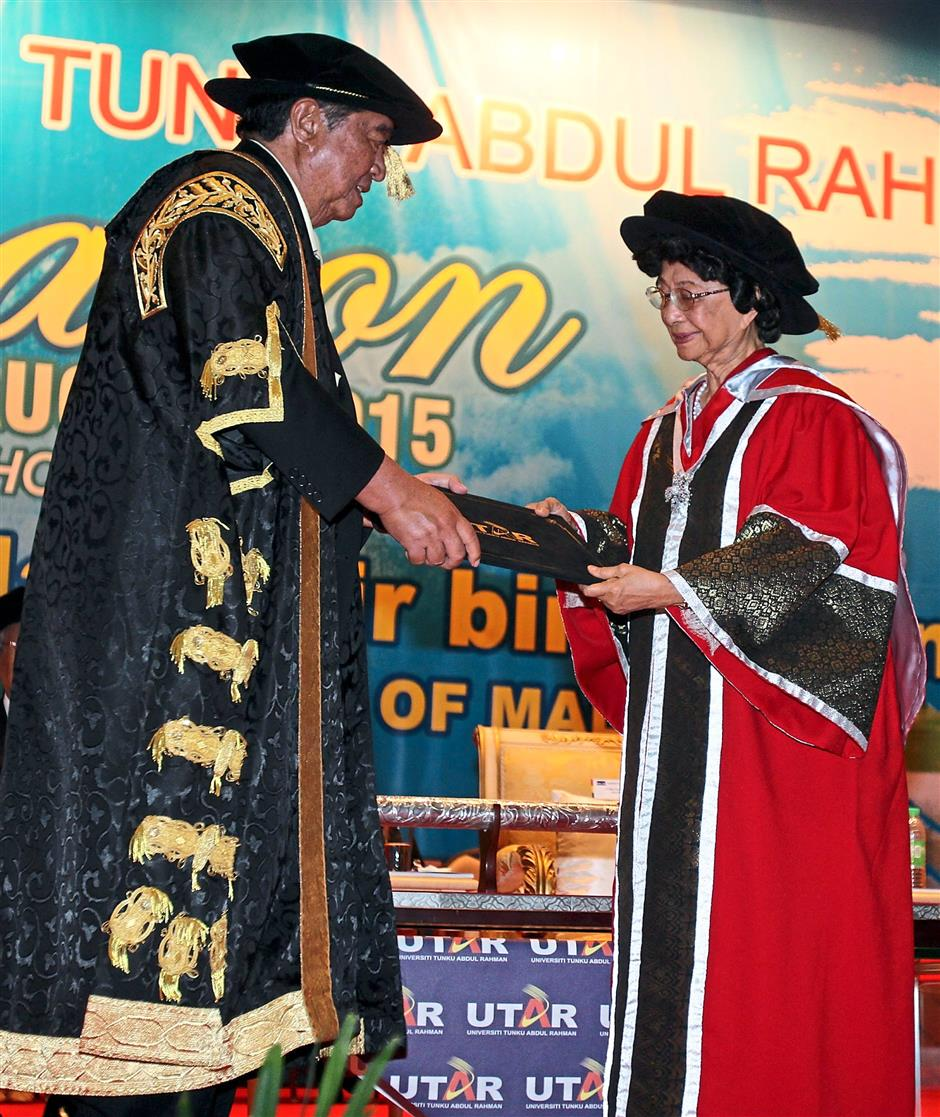ipatu220815 5... Wife of Malaysias fourth prime minister, Tun Dr Siti Hasmah Mohd Ali (right) receiving her honorary doctorate degree from UTAR council chairman Tun Dr Ling Liong Sik during UTARs 21st convocation ceremony at the Kampar campus on Aug 22.