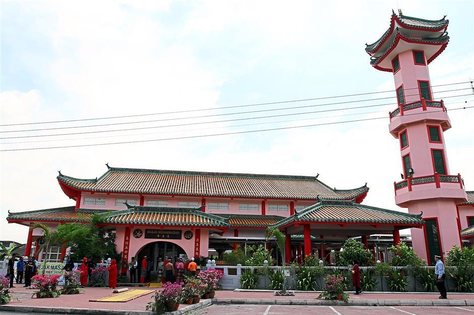 The Muhammadiah Mosque in Taman Tasek Jaya in Ipoh was opened by Sultan of Perak Sultan Nazrin Shah.