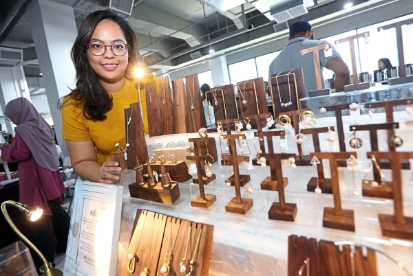Lunalis founder Tan sold limited exquisite jewellery, including those with dancing stones, imported from Japan, Hong Kong and Korea at her booth.