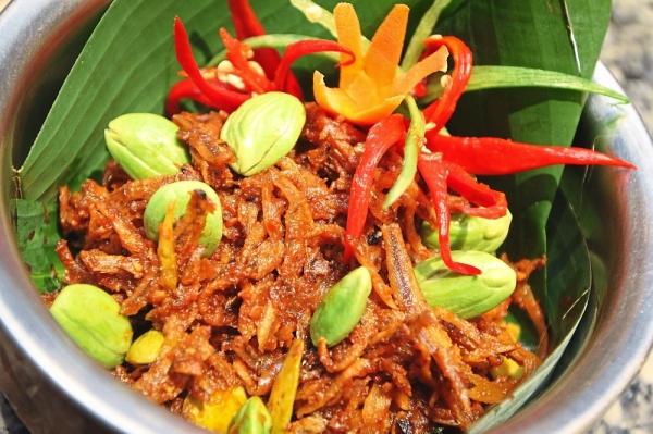Sambal Petai Ikan Bilis goes well with a plate of hot rice.
