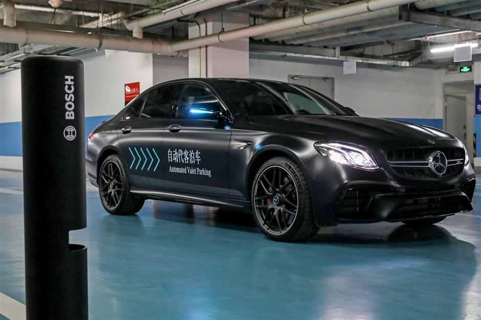 HANDOUT - Bosch and Daimler have developed a system that lets cars park on their own and then return to the driver on their own when needed. Photo: Daimler AG/dpa