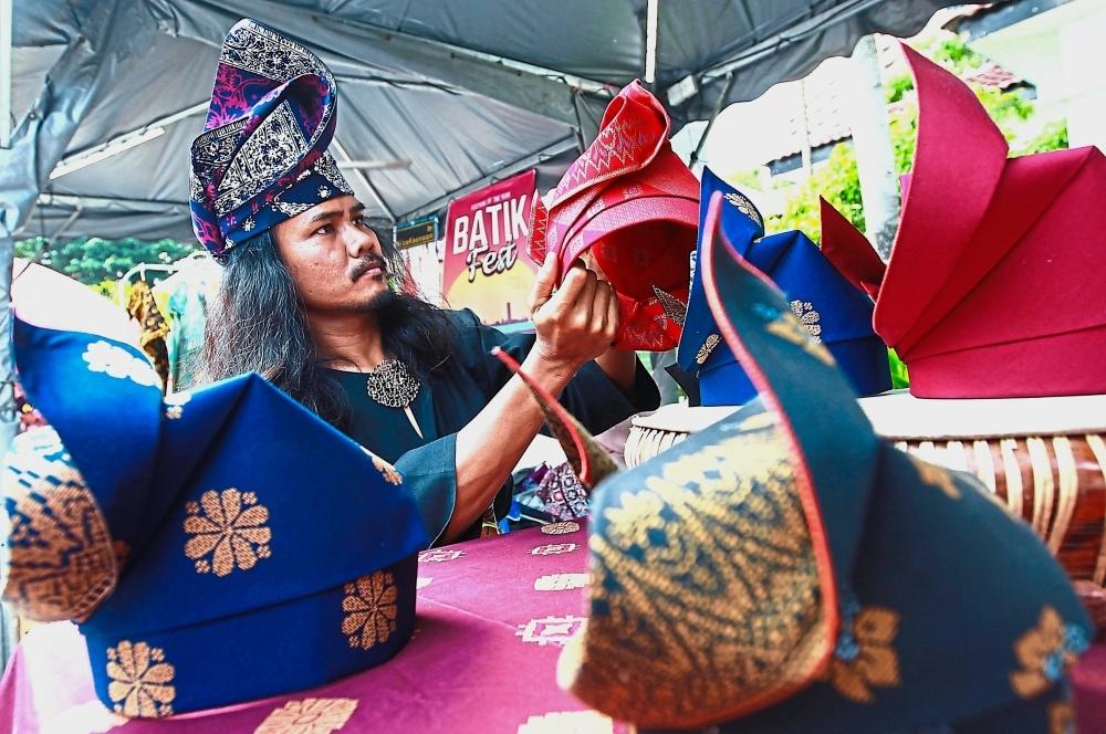 A vendor selling tengkolok of different designs and colours at the Batik Festival in Matic, Kuala Lumpur. —Photos: NORAFIFI EHSAN/The Star