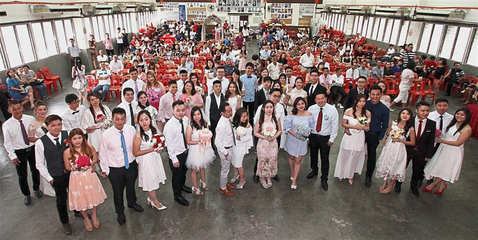 Special day: The couples getting married on the auspicious date at the Ipoh Chin Woo Athletic Association.