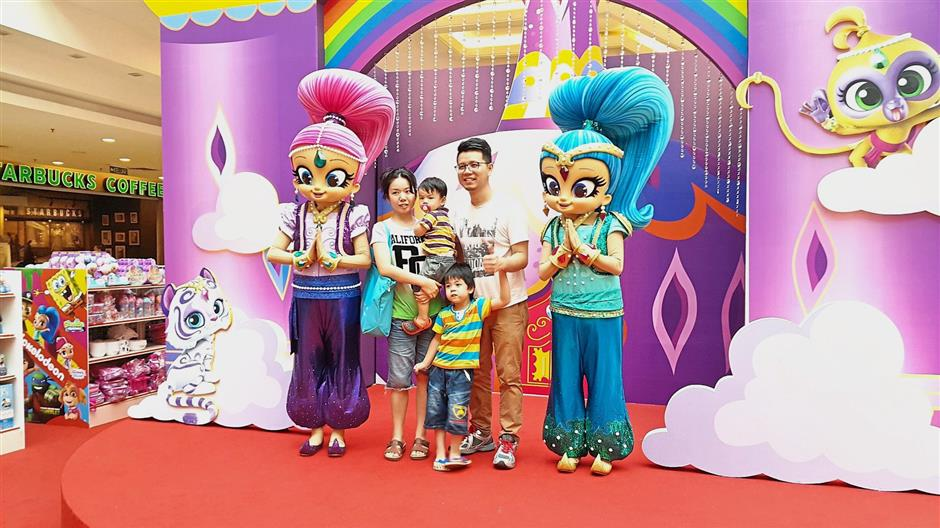 Twin genies-in-training, Shimmer and Shine, will have meet-and-greet sessions.