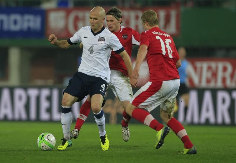 United States' Michael Bradley (L) fights for the ball with Martin Hinteregger (R) during a FIFA World Cup 2014 friendly football match between Austria and United States. -AFP