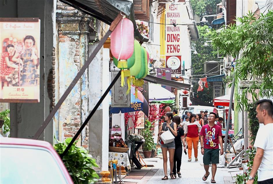 ^ Filepix of tourists thronging Concubine Lane which is a famous tourist spot during holidays.