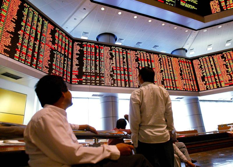 The Malaysian stock index rose 0.9% on Wednesday, its biggest gain in more than two weeks, after the previous session\'s lowest close since September 2013 on concerns over declining crude oil prices.