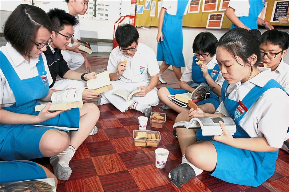 Students can read in comfort at the designated English corner, while enjoying light refreshments during the reading campaign.