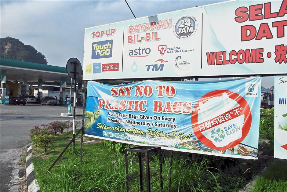 People interviewed by StarMetro say they do not mind bringing their own bags in order to save the environment.