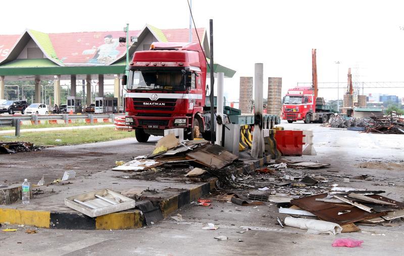 Demolitions works have begun at the Batu Tiga toll plaza.