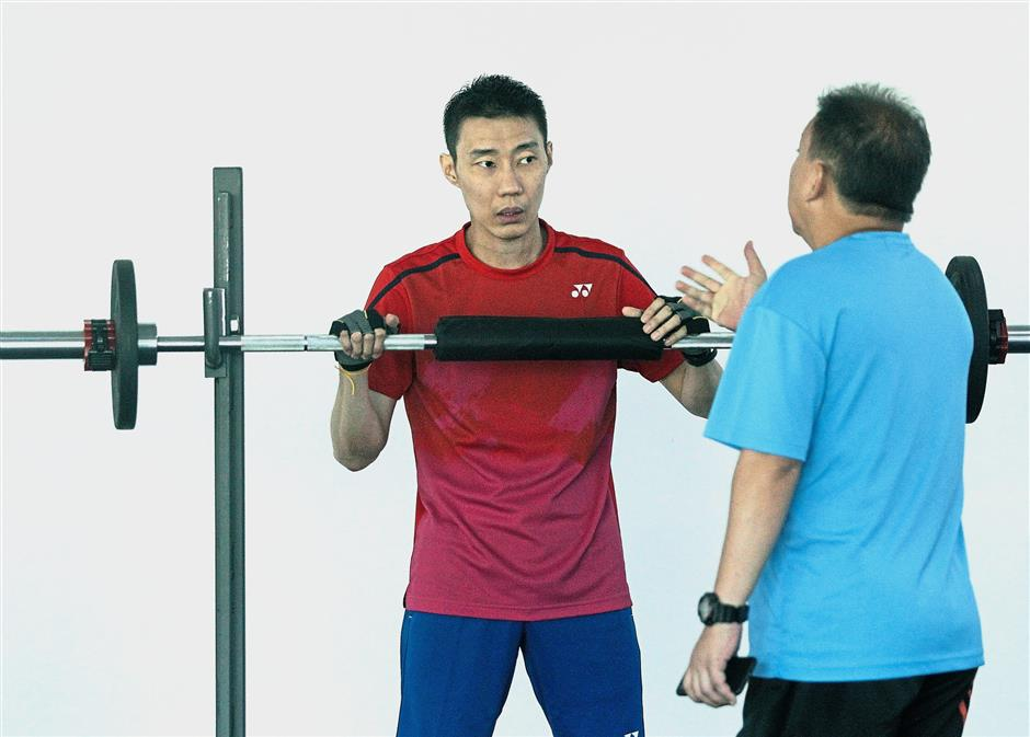 Take it easy: Coach Tey Seu Bock (right) briefing Lee Chong Wei after he returned to training for the first time since being diagnosed with cancer at the Academy Badminton Malaysia. — AZMAN GHANI / The Star