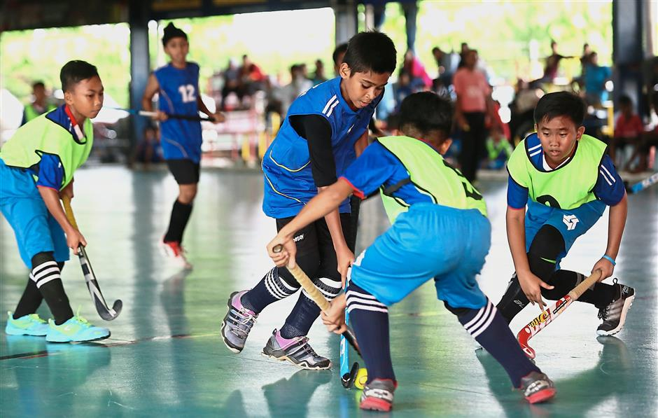 Twenty teams from all over the country took part in the indoor hockey tournament.