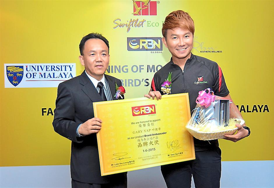 Swiftlet Eco Park Group group managing director Loke Yeu Loong (left) with local artiste Gary Yap (right) after naming him as Hexacellz new product ambassador.