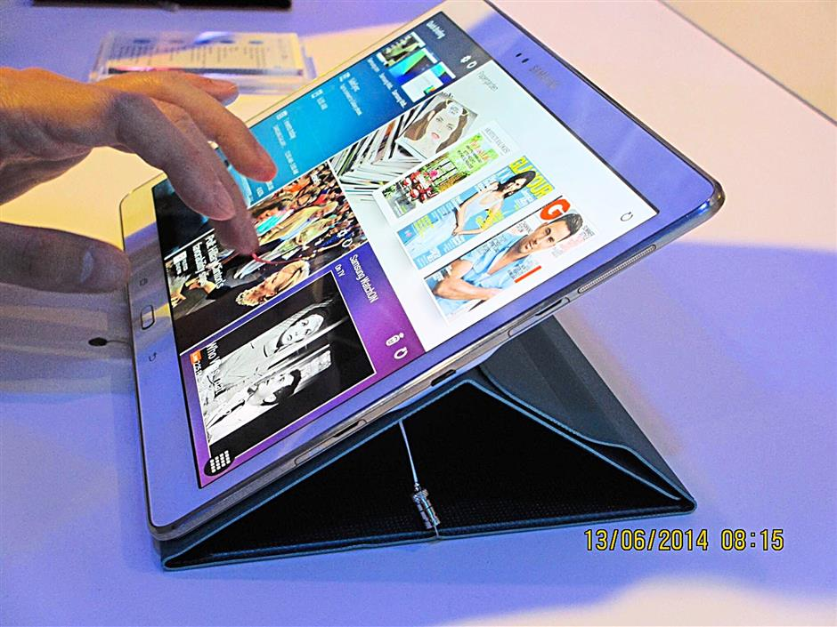 GLAM: Galaxy Tab S users will be able to access such iconic magazines as GQ and Vogue via the Tab S-exclusive subscription-only app, Papergarden. (NOTE: Please etch out the time stamp.) BYTZ USE ONLY