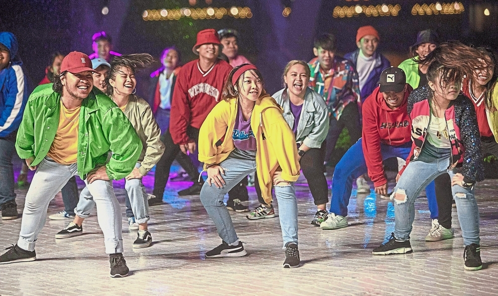 A group performing during the New Year countdown. — Photos: ZULAZHAR SHEBLEE/The Star