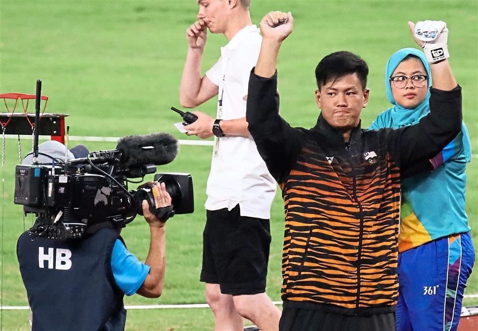 Malaysias Jackie Wong Siew Cheer react for mens hammer throw category in the Gelora Bung Karno Main Stadium, Jakarta, Indonesia on August 28, 2018. FAIHAN GHANI/The Star.