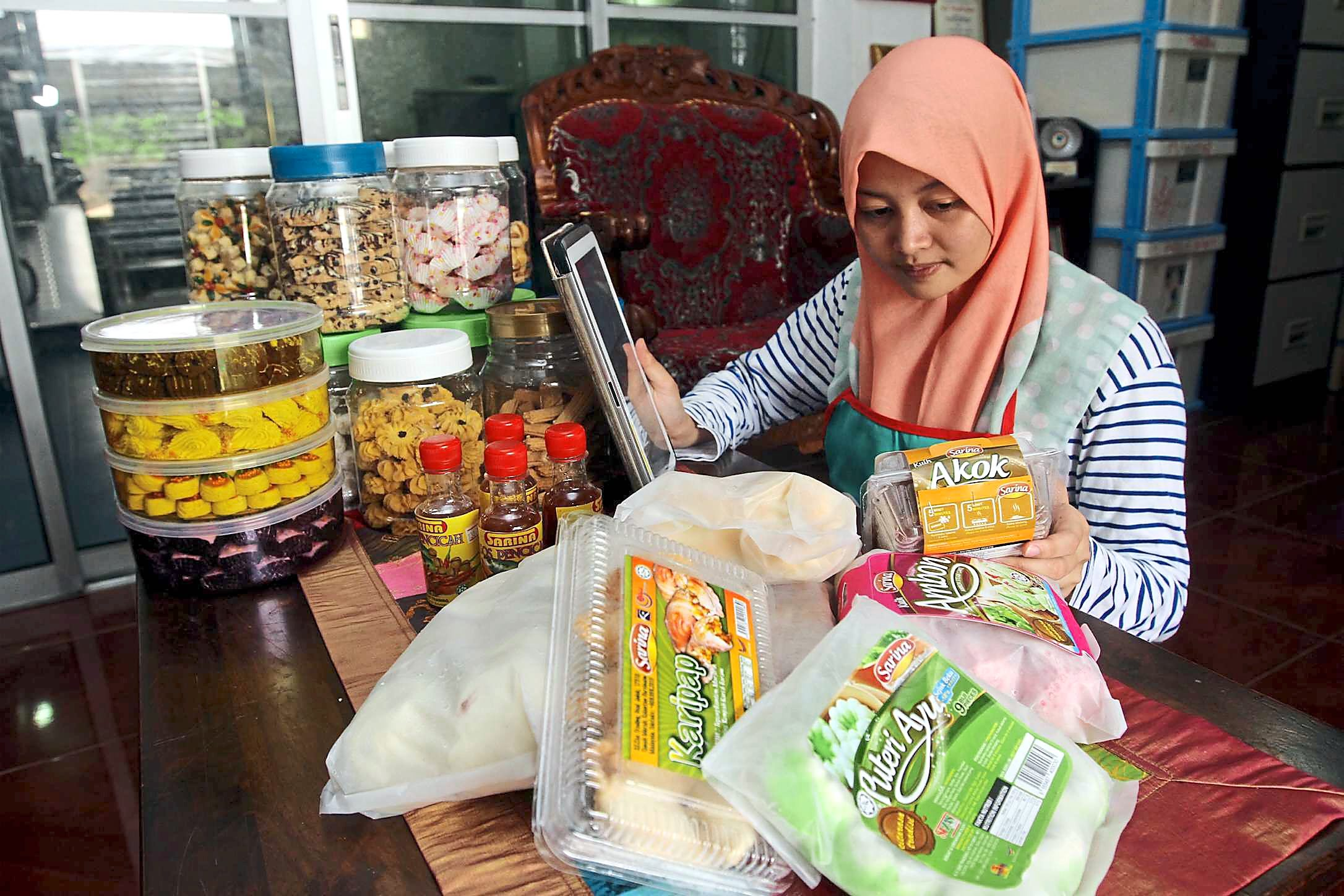 Nurul Hafizah has been selling frozen food that includes the akok traditional kueh for the past 10 years.   Her orders have doubled since setting up the foodmarket.my  Facebook page