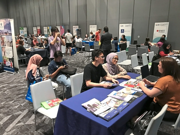 Students and parents speaking to representatives from Australian and UK universities at IDP Study Abroad Exhibition.