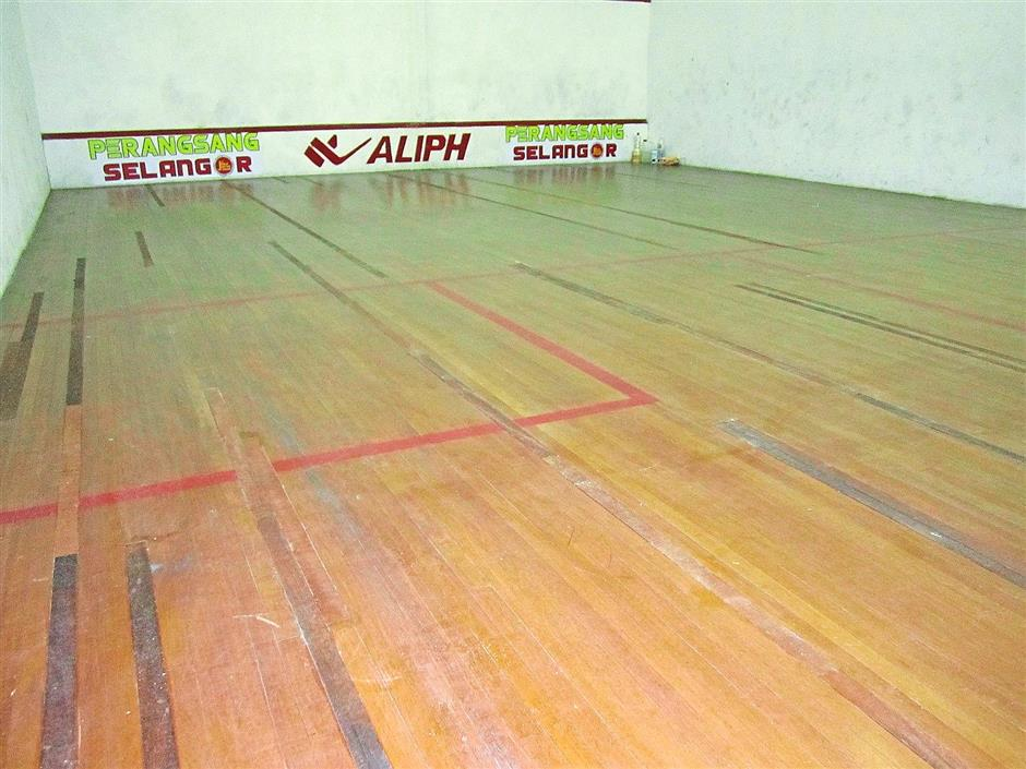 Repaired: The SK (1) Alam Shah squash court is now equipped with parquet flooring — thanks to KPS.