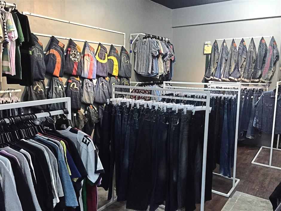 8. Klumby offers off season and second hand clothing, accessories and footwear from sneakers to boots, all of which are brought in from Japan. Though a little pricey, only quality branded goods are brought in and sold at their store.