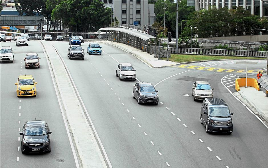 The 'free flow' traffic along roads with no traffic lights results in motorists speeding along the loop.