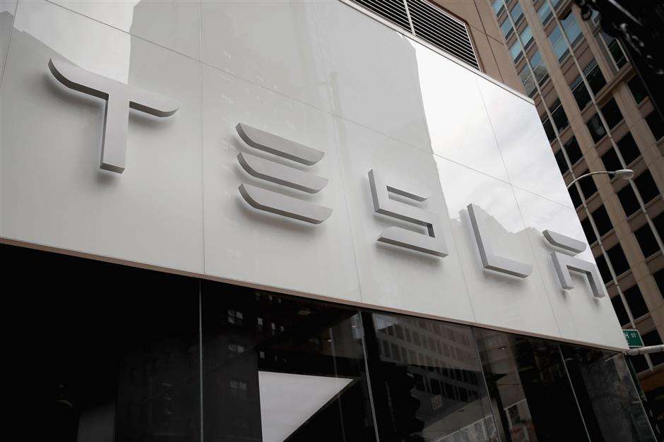 CHICAGO, IL - MARCH 30: A Tesla dealership offers cars for sale on March 30, 2018 in Chicago, Illinois. Tesla has announced it is recalling 123,000 of its Model S sedans due to a problem with power steering bolts.   Scott Olson/Getty Images/AFP == FOR NEWSPAPERS, INTERNET, TELCOS & TELEVISION USE ONLY ==