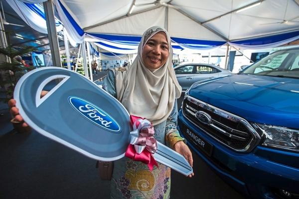 Norasyikin Ahmad, from Pulau Pinang bagged the main prize of a Ford Ranger 2.2L XLT at the Permodalan Nasional Berhadu2019s (PNB) week-long exhibition programme, Minggu Saham Amanah Malaysia (MSAM) 2019.