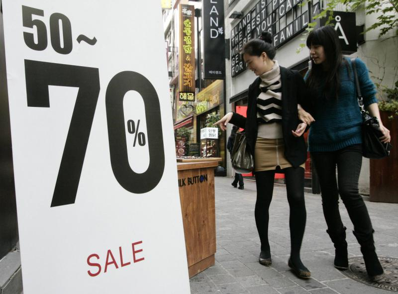 Korean household debt, already among the heaviest in the world at 1.6 times average disposable income, has been growing at its fastest in years over recent months on the back of a recovering property market - Reuters Photo.