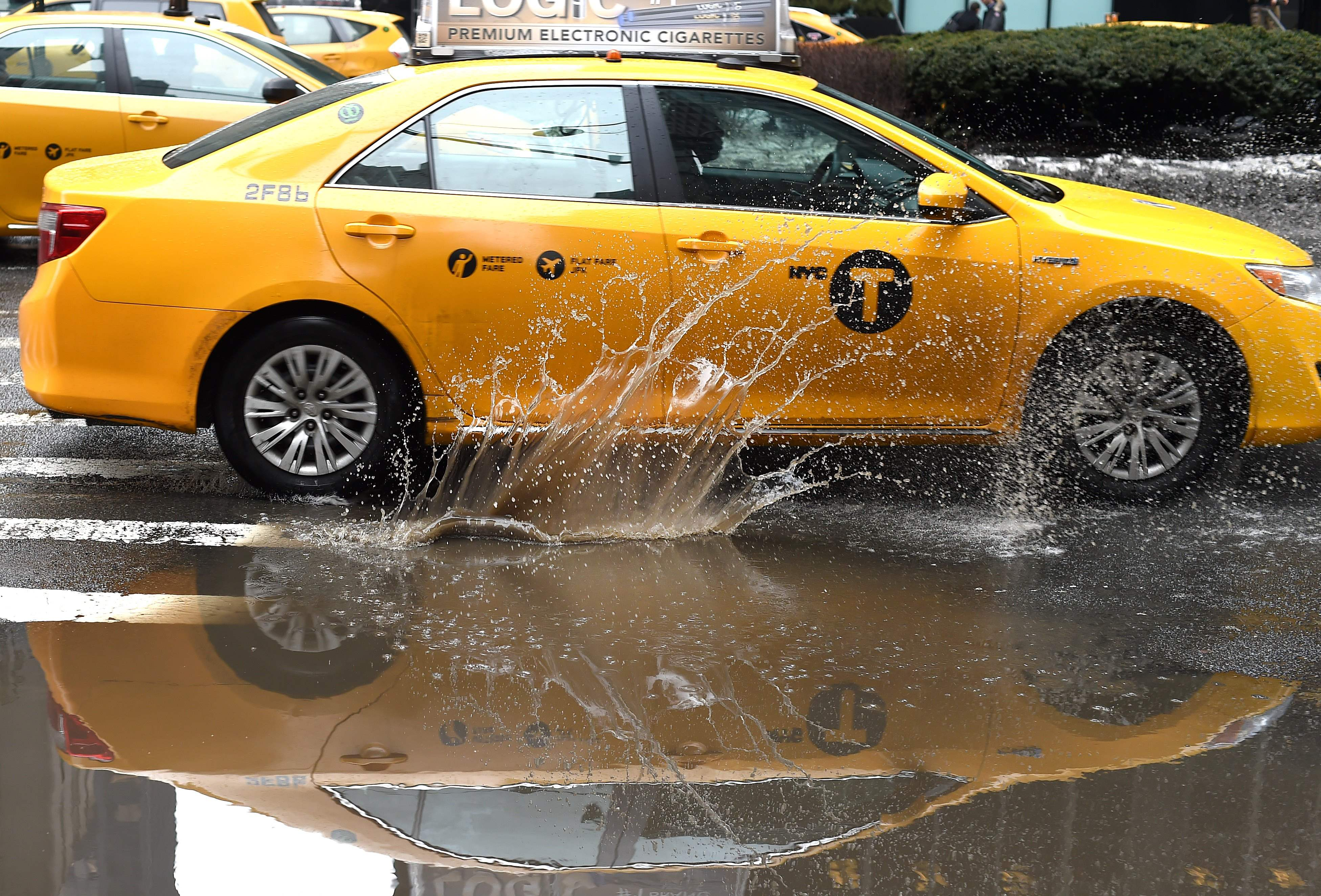 New York approves first US cap on Uber, app-based cab