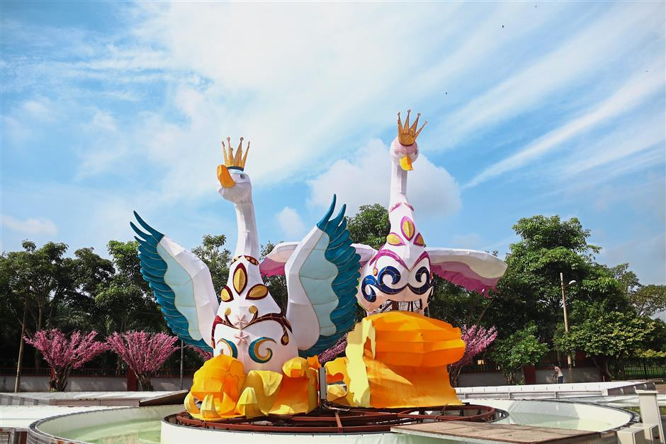 A pair of majestic swans at the musical fountain at FGS Dong Zen Temple.