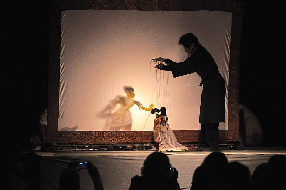 The Malaysian Institute of Translation and Books and the Malaysian Craft Complex will showcase Wayang Kulit Kelantan using the principles of light and shadows using wayang kulit dolls, as well as Japanese dolls Edo Ito Ayatsuri Ningyo