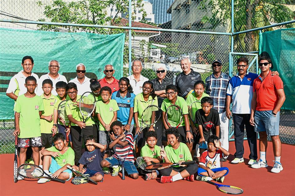 Some of the former Olympians, Kelab PJ Tennis Section members with the Lighthouse youths at the charity event.