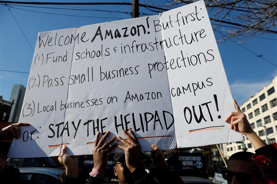 FILE PHOTO: Demonstrators gather to protest Amazon\'s new location workplace in Long Island City of the Queens borough of New York, U.S., November 14, 2018. REUTERS/Shannon Stapleton/File Photo