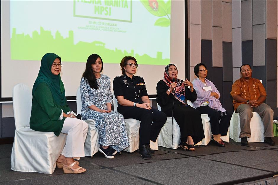 (From left) Khairiah, Ng, Subang Jaya deputy OCPD Supt Choo Lily, Noraini, Siow and Rashdan during the Q&A session at the Women-Friendly Green City MPSJ Lab.